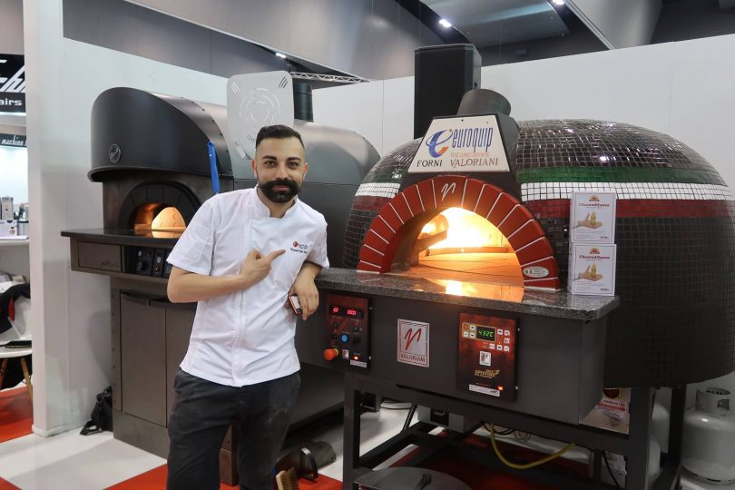 Valoriani UK Launches New Rotating Wood/Gas Pizza Oven